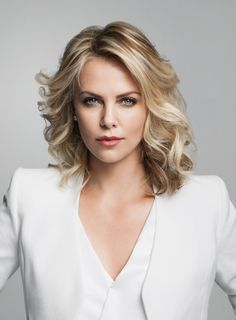 Charlize Theron She is regarded as one of the beautiful ladies in the world. Charlize Theron was given birth to in Benoni in South Africa. She is an actress and also a ballet dancer. She began her career when she was young and became a fashion model. Beautiful Celebrities, Beautiful Actresses, Most Beautiful Women, Beautiful Wife, Gorgeous Hair, Beautiful Eyes, Romantic Curls, Romantic Short Hair, Actrices Sexy