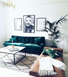 Gauč a polštářek. The Couch Trend for 2017: Stylish Emerald Green Sofas | Apartment Therapy