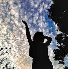 𝕗𝕠𝕥𝕠 𝕥𝕦𝕞𝕓𝕝𝕣 🦋🌙 - portrait photography Portrait Photography Poses, Shadow Photography, Fashion Photography Poses, Tumblr Photography, Teen Girl Photography, Profile Pictures Instagram, Instagram Pose, Best Photo Poses, Girl Photo Poses
