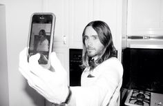 Jared Leto taking a selfie.- Terry Richardson pics