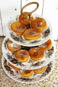 Alquimia dos Tachos: Charniqueiras No Egg Desserts, Mini Desserts, Gourmet Desserts, Plated Desserts, Portuguese Desserts, Portuguese Recipes, Portuguese Food, Cupcake Recipes, Dessert Recipes