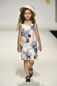 Pitti Bimbo Fashion Show Kids Wardrobe, Fashion Show, Fashion Tips, Portal, Latest Fashion, Cool Style, Dope Clothes, Summer Dresses, Stylish