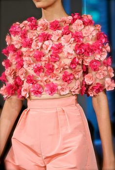 Oscar de la Renta at New York Fashion Week Spring 2013 - Details Runway Photos Pink Fashion, Couture Fashion, Teen Fashion, Runway Fashion, Fashion Show, Fashion Dresses, Womens Fashion, Floral Fashion, Couture Dresses