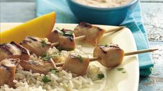 Grilled marinated chicken served with peanut sauce and rice gives you a delicious dinner for six. Grilled Chicken Skewers, Marinated Chicken, Fun Easy Recipes, Asian Recipes, Ethnic Recipes, Yummy Recipes, Chicken Flavors, Chicken Recipes, Chicken On A Stick