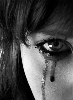 Tears full of emotions Dark Photography, Portrait Photography, Sad Girl Photography, Crying Girl, Crying Eyes, Arte Obscura, Beautiful Disaster, Beautiful Mess, Human Body
