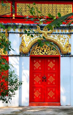 Red door in Thailand. The Thai Temple Door Red door in Thailand. Cool Doors, Unique Doors, Entrance Doors, Doorway, Best Front Doors, Porte Cochere, When One Door Closes, Closed Doors, Door Knockers