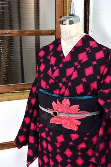 <Img class = 'new_mark_img1' src = 'http: //shimaiya.jp/img/new/icons6.gif' style = 'border: none; display: inline; margin: 0px; padding: 0px; width: auto;' /> Black and Rose Red diamond and cross modern wool single kimono