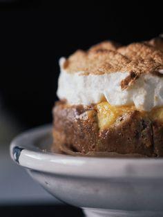 Sitruunamarenkipiiras - At Maria's Meringue, Banana Bread, Pie, Desserts, Food, Torte, Merengue, Cake, Meal