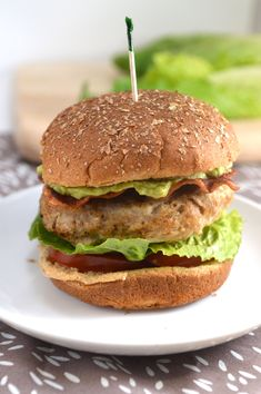 Southwest Turkey Bacon Burgers with Avocado Spread - grilling season's coming! And it can be healthy. Healthy Cooking, Healthy Eating, Cooking Recipes, Healthy Recipes, Healthy Dinners, Pulled Pork Burger, Avocado Spread, Avocado Burger, Bacon Avocado