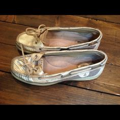 Sperry top-sider gold boat shoes Super cute, good condition, make me yours! Sperry Top-Sider Shoes Flats & Loafers