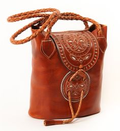 leather bag with braided handles Leather Art, Leather Design, Vintage Leather, Leather Bags Handmade, Handmade Bags, Leather Purses, Leather Handbags, Solange, Do It Yourself Fashion