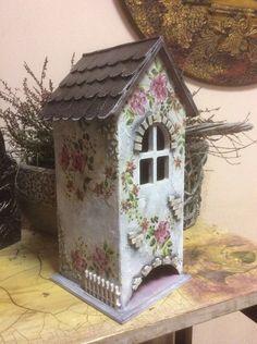 Ирина Черникова   ВКонтакте Decorative Bird Houses, Decorative Items, House Painting, Painting On Wood, Cottage Art, Tea Box, Decoupage Paper, Diy And Crafts, Crafty