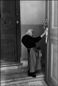 Major Back Problems (Josef Koudelka, SPAIN. 1971.)