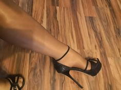 703e2e467 Schwarze High Heels in 4540 Bad Hall for €17.00 for sale - Shpock Stockings  Heels