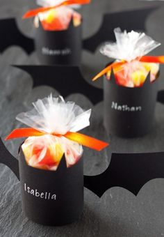Cute Bat #Treat Holders, perfect for #Halloween parties or for the kids' classmates via @Tiffany Bird