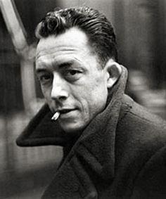 """Albert Camus filozof ve yazar diye tanımlandı. Ama o kendini daha çok futbolcu olarak görmüş olabilir.""""Hayatta ne öğrendiysem futboldan öğrendim; çünkü top hìçbir zaman beklediğim köşeden gelmedi."""""""