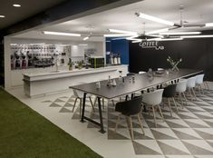 How to design an outstanding office cafeteria – With pictures! – All Purpose Wood Solutions Google Office, Corporate Interiors, Office Interiors, Kitchen Office Nook, Nice Kitchen, Blog Architecture, Coffee Lab, Coffee Shop, Break Room