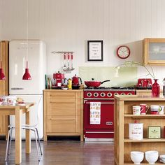 Stylish oak kitchen | Freestanding kitchens | Kitchen decorating ideas | PHOTO GALLERY | Beautiful Kitchens | Housetohome.co.uk
