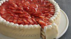 Jordbærtærte fra la La Glace / Strawberry cake from patisserie La Glace Danish Cake, Danish Dessert, Danish Food, Dessert Cake Recipes, Bread Cake, Dinner Is Served, Piece Of Cakes, Tasty Dishes, Beautiful Cakes