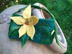 Il mondo della lana fiaba e cardata the world of fairy and carded wool: borse infeltrite / felted bags