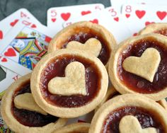 Queen of Hearts Jam Tarts, perfect for your Alice in Wonderland Party Lila Party, Alice Tea Party, Royal Party, Mad Hatter Party, Mad Hatter Tea, Mad Hatter Cake, Tart Recipes, Dessert Recipes, Dessert Tarts