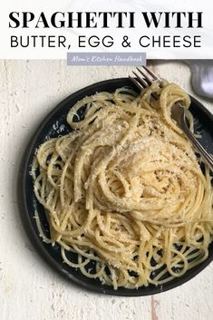 This recipe for spaghetti with butter, egg, and cheese uses only five ingredients and takes 15 minutes to make. It's Italian comfort food that's perfect for a simple and easy weeknight dinner. #momskitchenhandbook