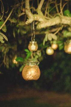 11 ideas creativas para la decoración nupcial l#Matrimoniocompe #Organizaciondebodas #Matrimonio #TipsNupciales #CaminoAlAltar #MatriPeru #BodaPeru #DecoracionDeMatrimonio #DecoracionConFloresParaBodas #IluminacionParaMatrimonios Bridal, Christmas Ornaments, Holiday Decor, First Dance, Outdoor Weddings, Fireworks, Lanterns, Christmas Jewelry, Christmas Decorations