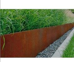 Dove il nuovo incontra il vecchio Garden Retaining Wall, Landscaping Retaining Walls, Backyard Landscaping, Backyard Ideas, Metal Garden Edging, Steel Edging, Garden Dividers, Flower Bed Borders, Edging Ideas