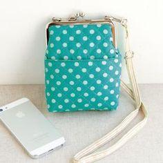 がま口で可愛いポシェット型のスマホケースの作り方(バッグ) | ぬくもり Frame Purse, Cute Purses, Messenger Bag, Handmade Crafts, Diy Crafts, Bag Patterns To Sew, Printing On Fabric, Coin Purse, Wallet