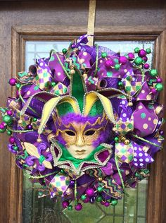 Mardi Gras Wreath, Mardi Gras Decorations, Mardi Gras Food, Mardi Gras Party, Mardi Grad, New Orleans Mardi Gras, Holiday Wreaths, Holiday Ornaments, Deco Mesh Wreaths