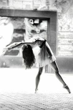 Une photographie noir et blanc au style de Degas