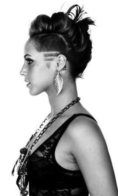 How I Chose Best Shaved Sides Hairstyles for Myself How I Chose Best Shaved Sides Hairstyles for Myself – Farbige Haare Undercut Hairstyles, Cool Hairstyles, Shaved Side Hairstyles, Long Hair Shaved Sides, Bob With Shaved Side, Shaved Side Haircut, Half Shaved Head Hairstyle, Undercut Curly Hair, Wedding Hairstyles