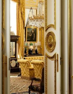 Private Mansion of Robert de Balkany. Pierre Frey Magazine. Since its foundation in 1824, Braquenié's fabrics fascinates and are one of the most popular by the greatests such as le duc de Padoue, le sultan Saïd Pasha, l'empereur Maximilien, l'empereur Guillaume II, la Veuve Clicquot Ponsardin, Napoléon III et l'Impératrice Eugénie, la famille Rothschild among other things. La maison Demy-Doineau and Braquenié accumulated honours and awards.