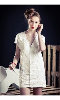 Fashion and tyvek #flowear #fashion ✻ www.flowear.org