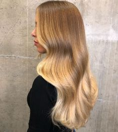 """Oh honey 🍯 . Free Hand Balayage Technique ( ) tone with Clear ( Diarichesse ) And my bff…"""" Blonde Hair Looks, Brown Blonde Hair, Tousled Hair, Cool Hair Color, Grunge Hair, Mi Long, Hair Dos, Balayage Hair, Dyed Hair"""