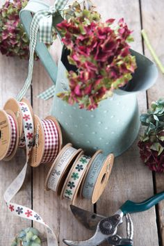 Natural gingham, daisy, home grown, great british grower, garden, ribbon, rustic, check, natural