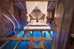 glass-bottom-bedroom-Udang-House-(Shrimp-House)-Bambu-Indah-hotel-Ubud-Bali
