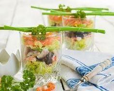 Verrines crevettes, saumon et avocat aux olives : http://www.cuisineaz.com/recettes/verrines-crevettes-saumon-et-avocat-aux-olives-88692.aspx