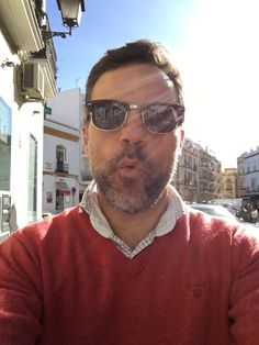 Walking around with my Sotoalto Sunglasses!!! #sotoalto #sunglasses #blogger #bloggerstyle #bloggerfashion #bespoke #classicstyle #dapper #elegant #gentleman #glasses #sweater #gant #shirt #scalpers #instastyle #instafashion #menstyle #menswear #mensfashion #photooftheday #seville #spain #view #instasunglasses #top @sotoalto @livingshoes @gant1949 @scalperscompany