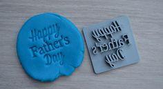 Timbre de jour de fête des pères. Idéal pour les biscuits, Fondant, savon.  Cet article est 3D imprimée par nous (à l'aide de ABS solide et durable).  Liste est pour 1 timbre.  Coloris gris disponible.  L'article à l'extérieur mesure environ 6,5 cm (2,56 po) de hauteur et 6,4 cm (2,52 po) de largeur. (paroles d'environ 5,3 cm de largeur et 6cm de hauteur)  Si vous n'êtes pas sûr de la conception, la couleur ou la police s'il vous plaît contactez-nous avec toute demande de renseignements et no... Happy Fathers Day, Cookies Et Biscuits, Fondant, 3d Printing, Cookie Stamp, Soap, Aide, Etsy, Miraculous
