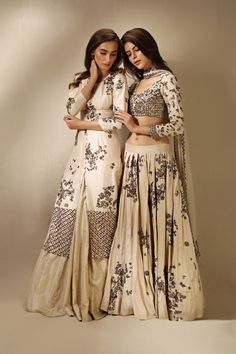 #asthanarang #newcollection #ethnic #elegant #designer #shopnow #ppus #happyshopping