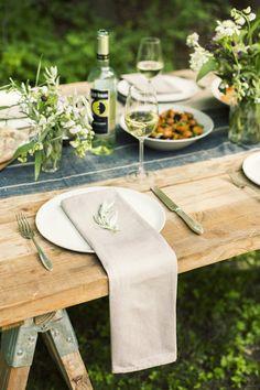Simple al fresco table setting
