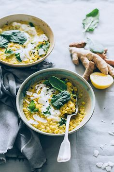 Red Lentils Curry with loads of turmeric and fresh spinach #healing #vegan | TheAwesomeGreen.com