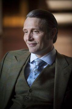 Mads Mikkelsen looking adorbs in his Hannibal suit. Hannibal Funny, Nbc Hannibal, Hannibal Lecter, Hannibal Suit, Hannibal Anthony Hopkins, Bryan Fuller, Duck Face, Hugh Dancy, Mads Mikkelsen
