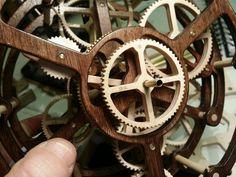 Planet mechanism Wooden Gear Clock, Wooden Gears, Wood Clocks, Kinetic Art, Art Sculptures, Tatoos, Life Hacks, Workshop, Watches