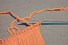 Stricktipp: Elastisches Abketten Knitting tip: Elastic binding – Elastic binding – Imagine, you knitted a chic sweater. Knitting Stitches, Free Knitting, Giant Knit Blanket, Chunky Blanket, Blanket Yarn, Afghan Blanket, Wire Jewelry Patterns, Finger Crochet, Form Crochet