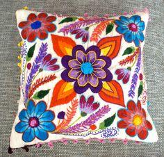 Cubiertas de la almohadilla bordadas flores de ovejas y por khuskuy
