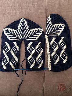 Crochet Slipper Pattern, Crochet Socks, Crochet Clothes, Knitting Socks, Knit Crochet, Diy Crafts Knitting, Diy Crafts Crochet, Knitting Projects, Baby Boy Knitting Patterns