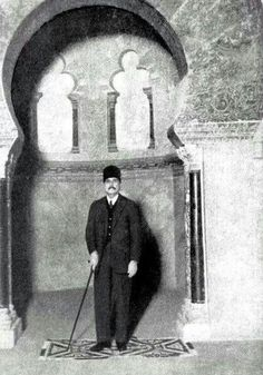 The famous Poet Mohammed Iqbal in Qordeba 1933 Famous Poets, Writers And Poets, Islamic Art, Old World, Art History, Poetry, Inventors, Biographies, Middle East