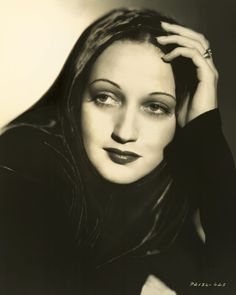 Picture of Dorothy Lamour Old Hollywood Glamour, Vintage Hollywood, Hollywood Stars, Classic Hollywood, Dorothy Lamour, Norma Shearer, Marlene Dietrich, Divas, Classic Movie Stars